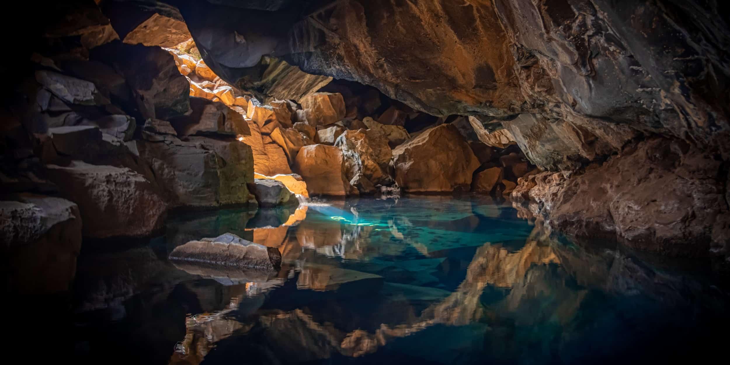 Explorare Peșteri